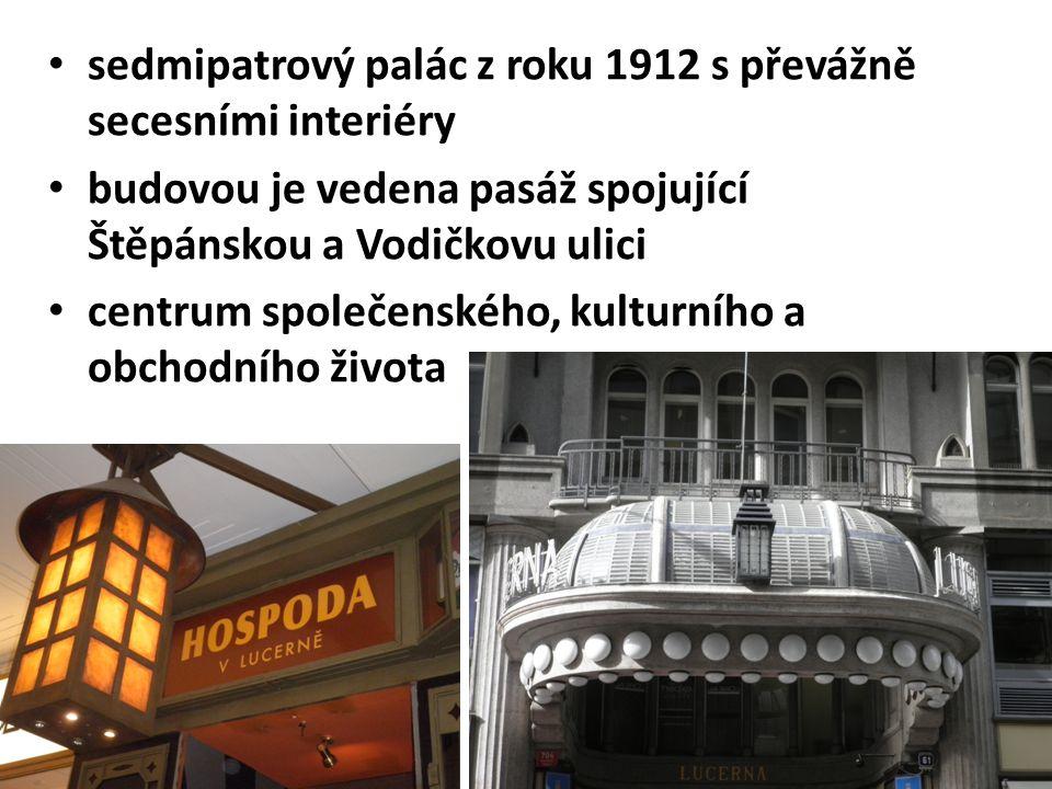 sedmipatrový palác z roku 1912 s převážně secesními interiéry budovou je vedena pasáž spojující Štěpánskou a Vodičkovu ulici centrum společenského, kulturního a obchodního života