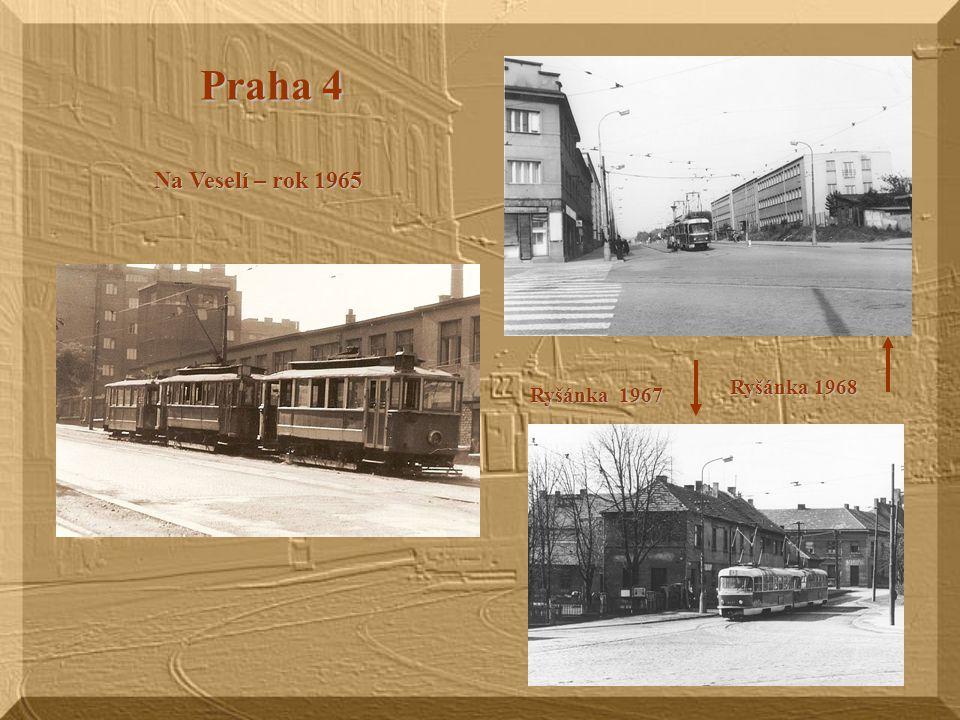 Pod Národním muzeem (vpravo od koně) v pozadí je Hlavní nádraží U Hlavního nádraží 70. leta 20. stol. Na spojovací trati Hlavní nádraží - Muzeum tramv