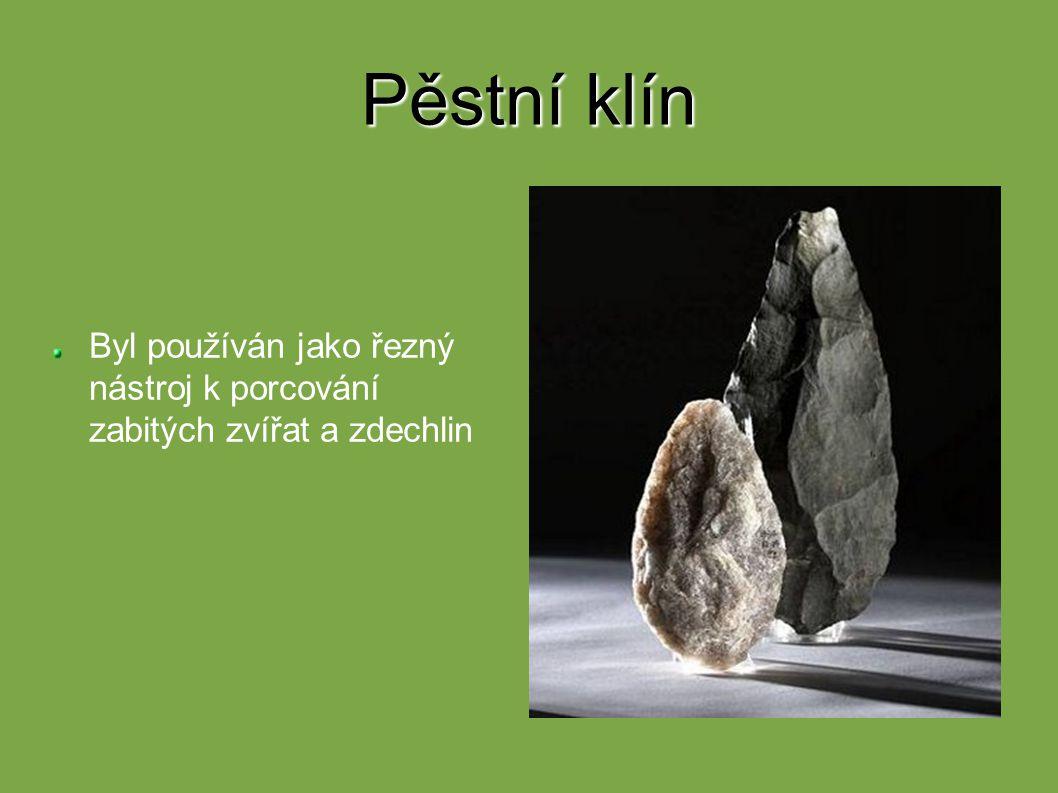 Dolmeny Skládají se ze dvou svislých kamenů a na nich leží širší plochý kámen Pohřební charakter Dol = stůl
