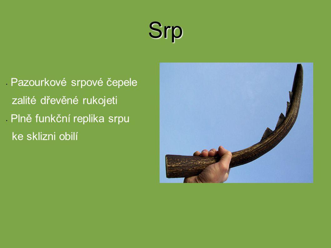 Srp Pazourkové srpové čepele zalité dřevěné rukojeti Plně funkční replika srpu ke sklizni obilí