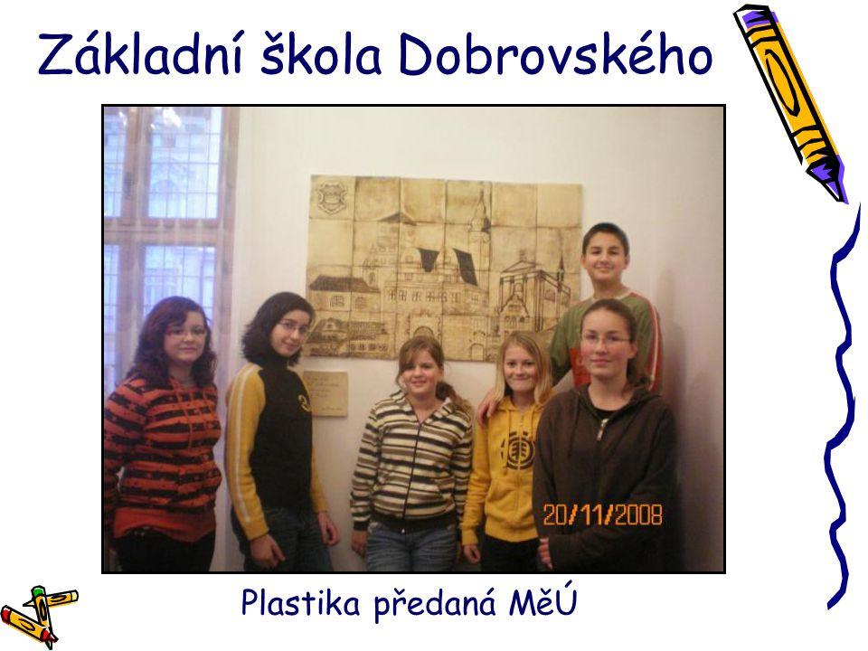 Základní škola Dobrovského Plastika předaná MěÚ