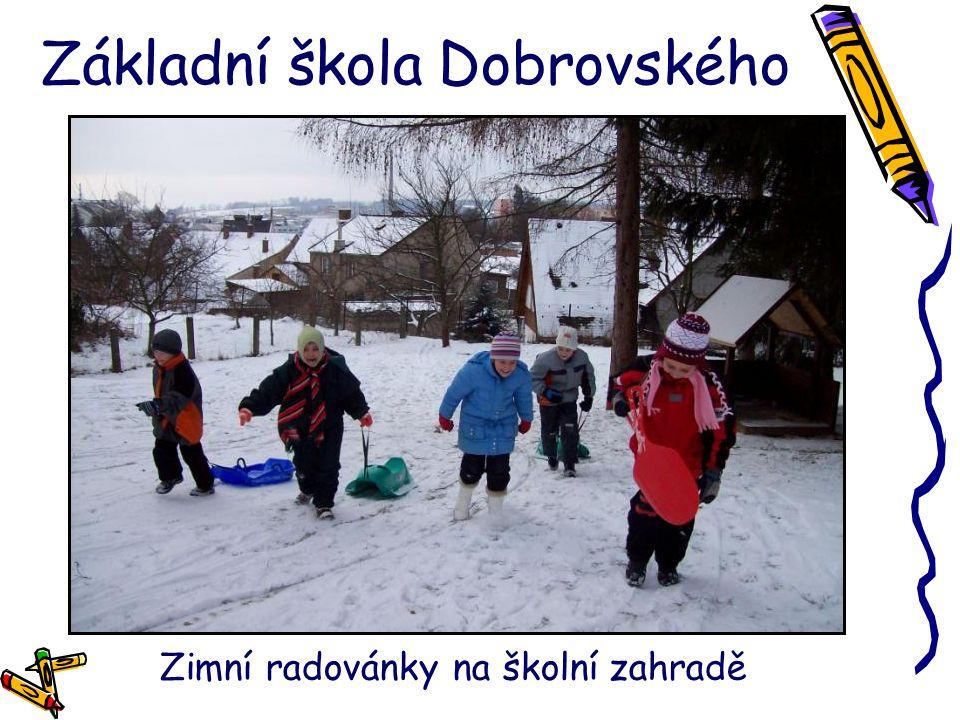 Základní škola Dobrovského Zimní radovánky na školní zahradě