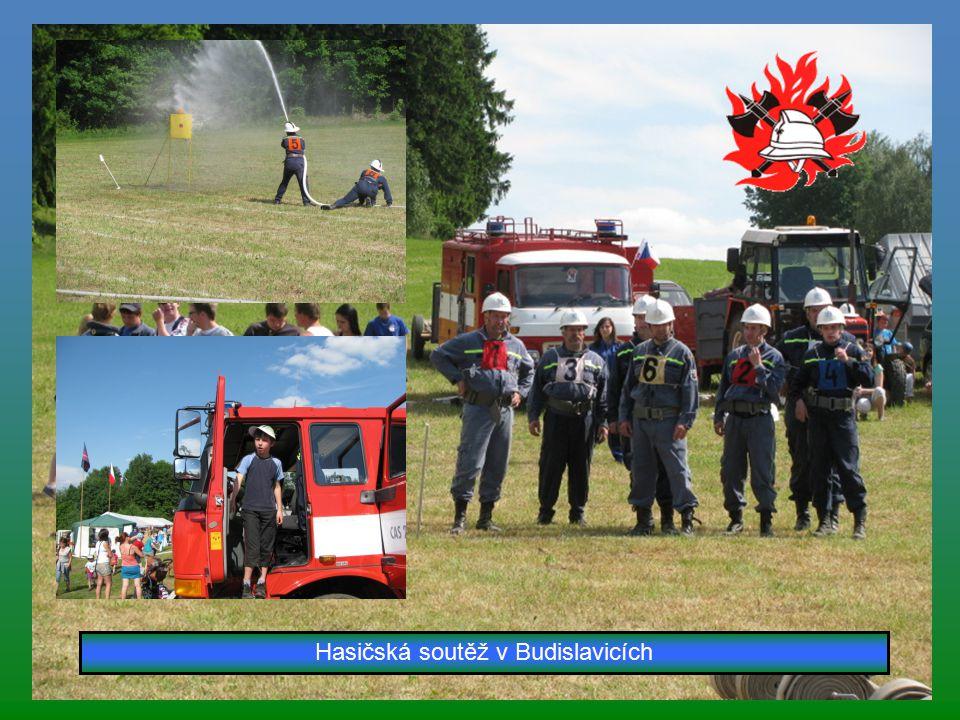Výprava lesem do Budislavic a jdeme se také podívat na hasiče