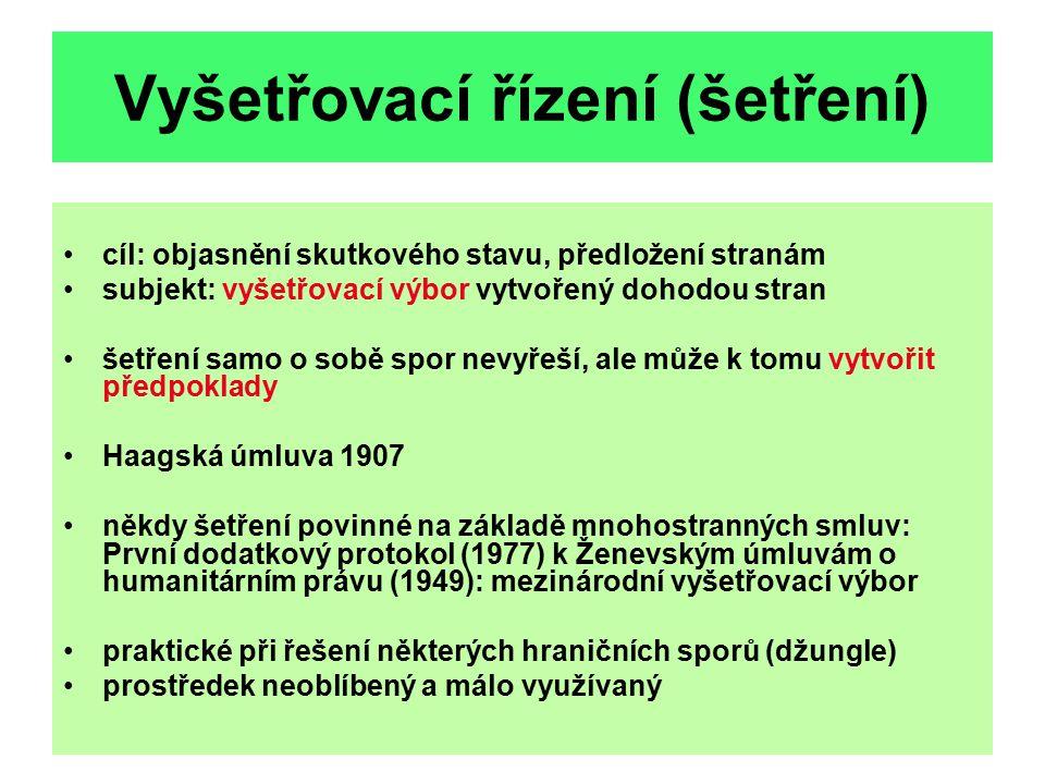 Mezinárodní smírčí řízení Podstata: posouzení sporu orgánem vytvořeným nebo akceptovaným stranami, činí doporučení - nutná předchozí dohoda (syntéza šetření a zprostředkování) kontradiktorní řízení, závěry nezávazné stanoveno některými úmluvami (Montego Bay - mořské právo (1982), 90.