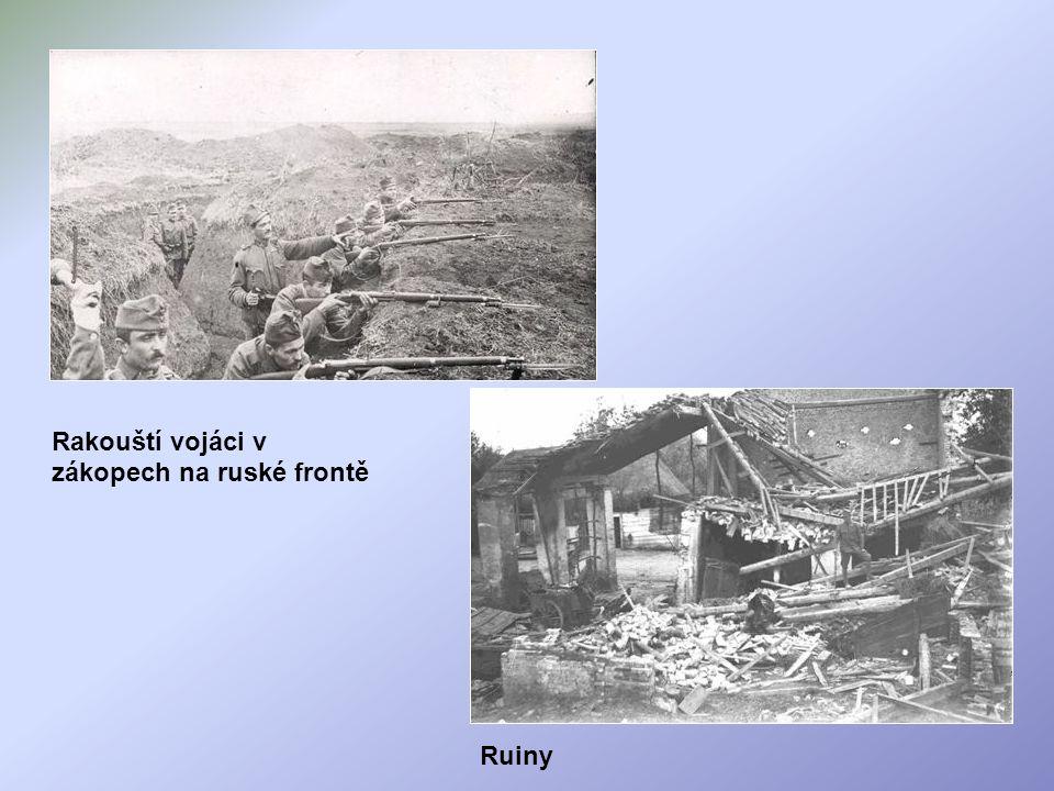 Rakouští vojáci v zákopech na ruské frontě Ruiny
