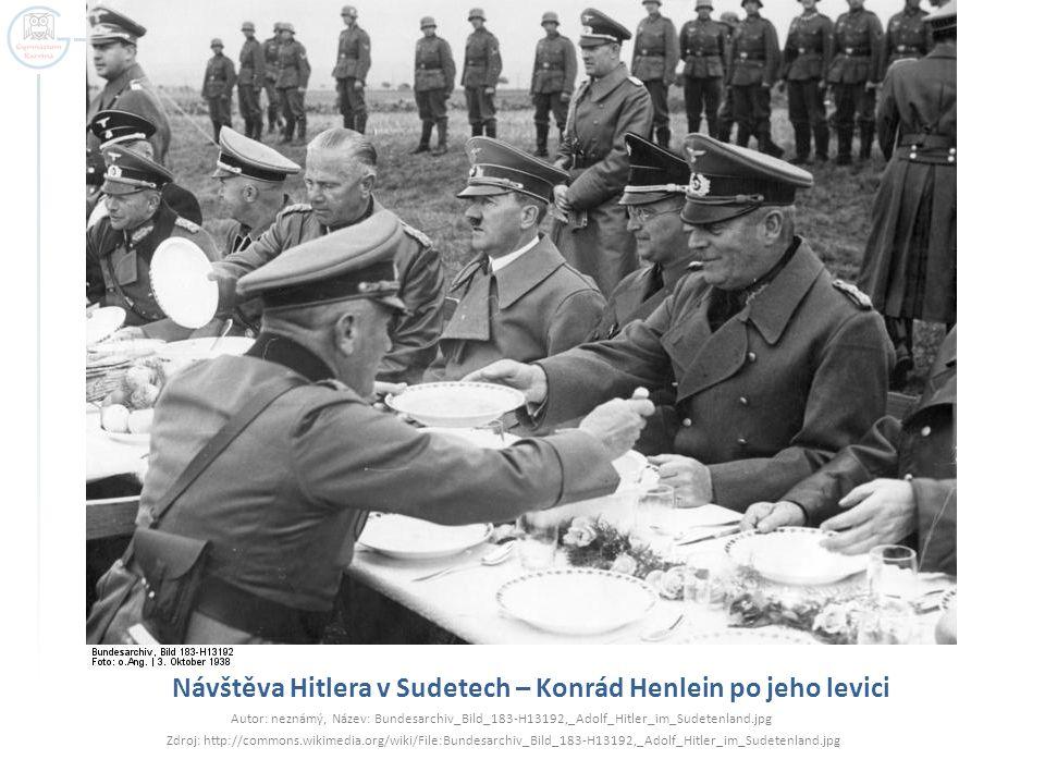 Návštěva Hitlera v Sudetech – Konrád Henlein po jeho levici Autor: neznámý, Název: Bundesarchiv_Bild_183-H13192,_Adolf_Hitler_im_Sudetenland.jpg Zdroj