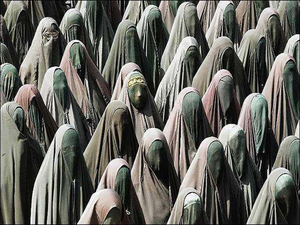Zakrývá celé tělo i s obličejem. Je nošena na veřejnosti na běžném denním oblečení.