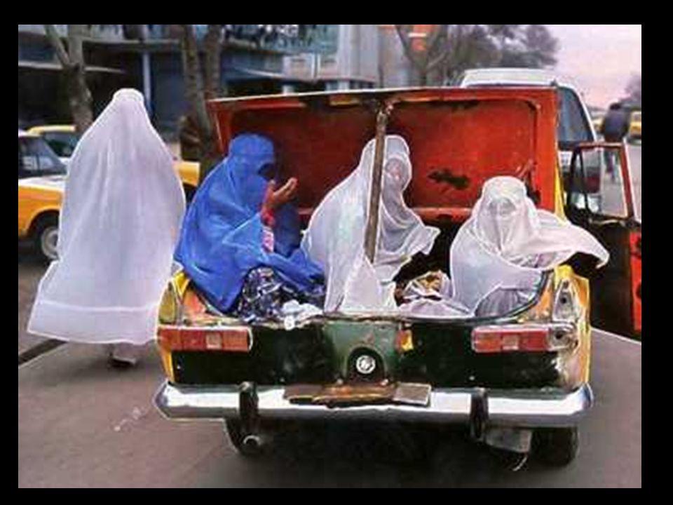 Režim TALIBAMU zavedl vůči ženám extrémní opatření.