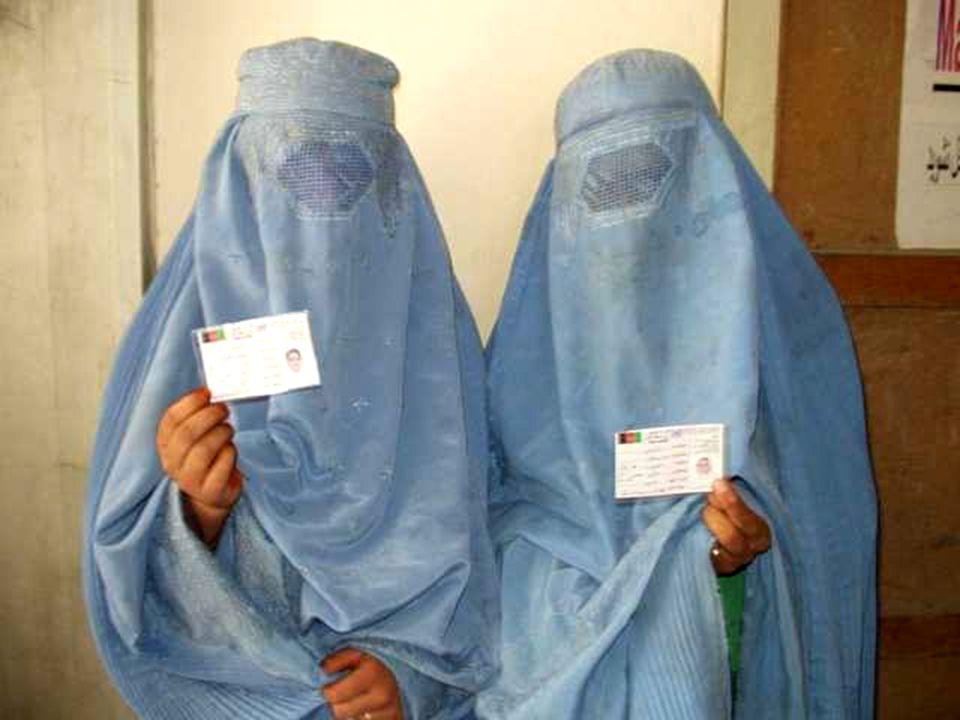 Porod v burce Když je žena těhotná, Afgánci tvrdí, že je nemocná.