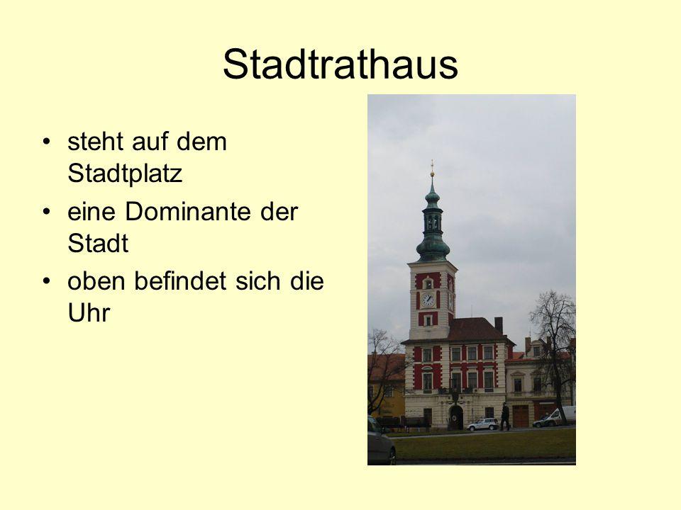 Stadtrathaus steht auf dem Stadtplatz eine Dominante der Stadt oben befindet sich die Uhr
