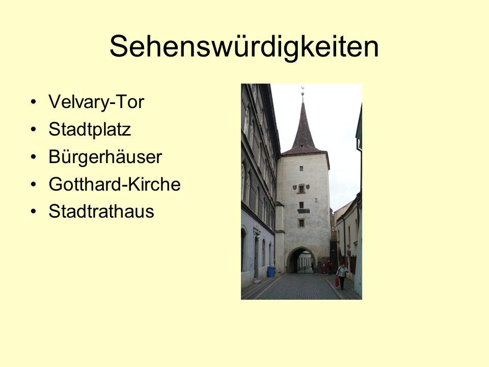 Sehenswürdigkeiten Velvary-Tor Stadtplatz Bürgerhäuser Gotthard-Kirche Stadtrathaus