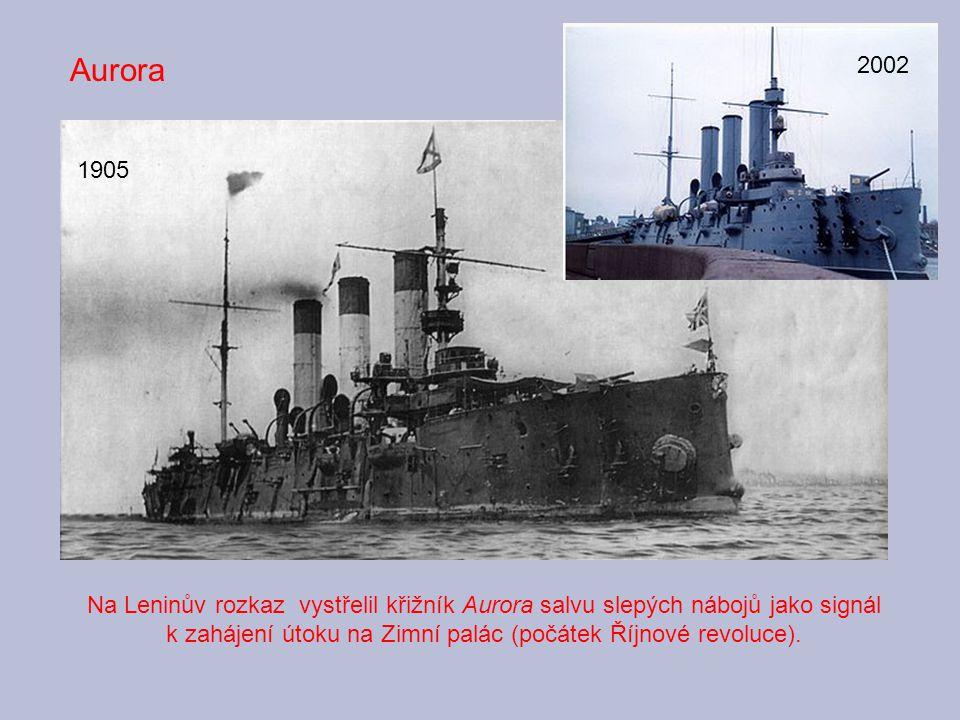 Na Leninův rozkaz vystřelil křižník Aurora salvu slepých nábojů jako signál k zahájení útoku na Zimní palác (počátek Říjnové revoluce). Aurora 1905 20
