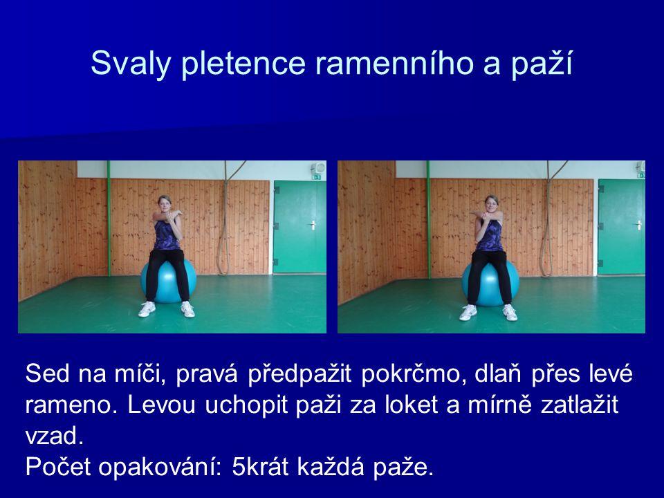 Svaly pletence ramenního a paží Sed na míči, pravá předpažit pokrčmo, dlaň přes levé rameno.