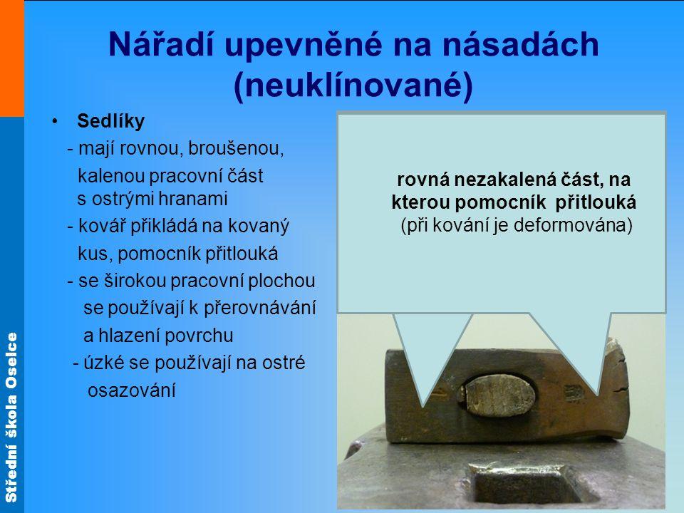 Střední škola Oselce Nářadí upevněné na násadách (neuklínované) Sedlíky - mají rovnou, broušenou, kalenou pracovní část s ostrými hranami - kovář přik