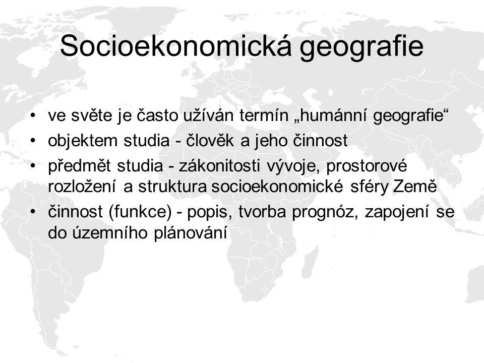 """Socioekonomická geografie ve světe je často užíván termín """"humánní geografie objektem studia - člověk a jeho činnost předmět studia - zákonitosti vývoje, prostorové rozložení a struktura socioekonomické sféry Země činnost (funkce) - popis, tvorba prognóz, zapojení se do územního plánování"""