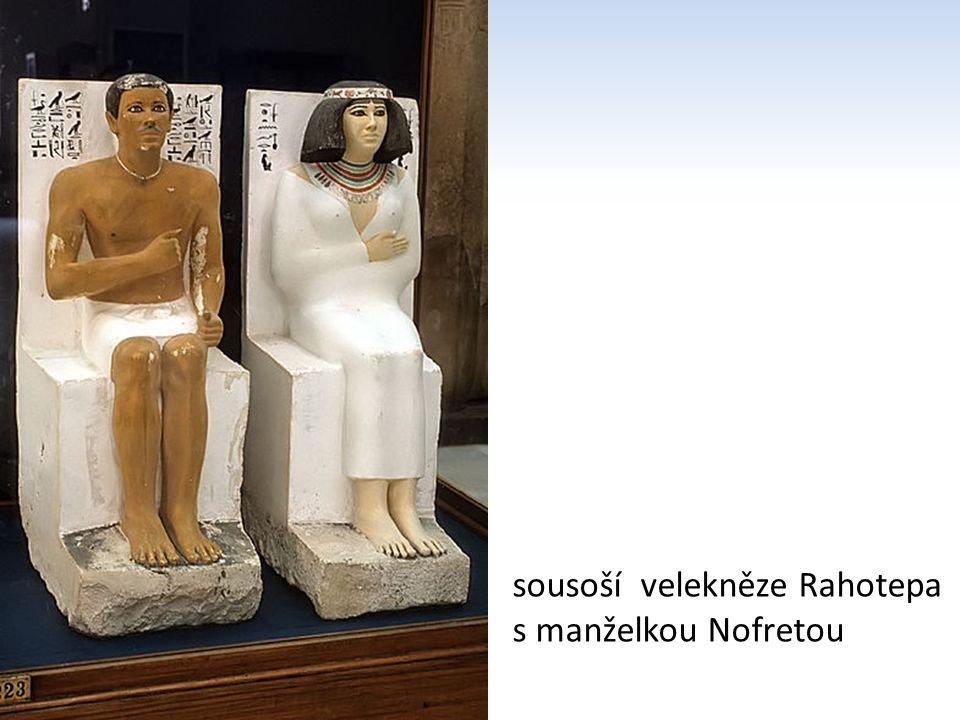 sousoší velekněze Rahotepa s manželkou Nofretou