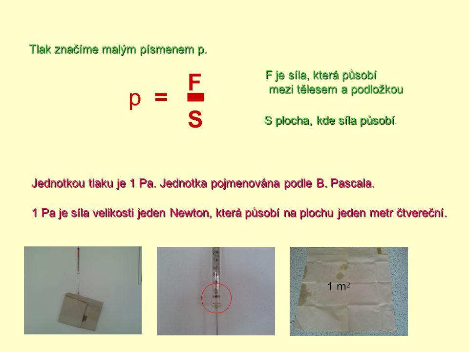 p= F S - Tlak značíme malým písmenemp. Tlak značíme malým písmenem p. F je síla, která působí mezi tělesem a podložkou mezi tělesem a podložkou S ploc
