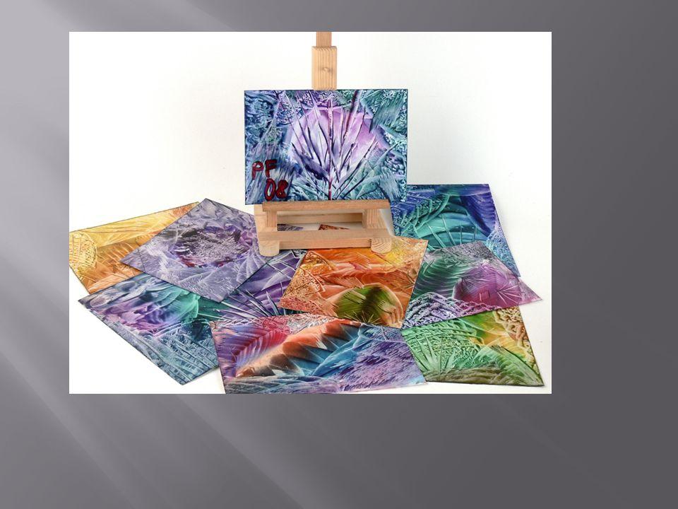  Potřebovat budete speciální malou žehličku na enkaustiku, enkaustické vosky a papír s lesklým povrchem, do kterého se barvy nevpíjí.