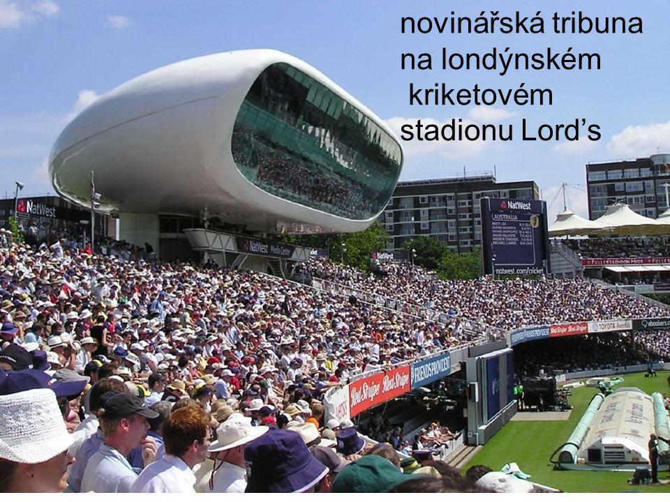 novinářská tribuna na londýnském kriketovém stadionu Lord's