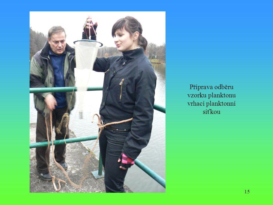 15 Příprava odběru vzorku planktonu vrhací planktonní síťkou