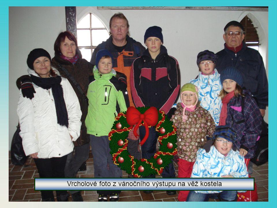 Vystoupali jsme na věž a prohlédli si Vánoční trh z výšky
