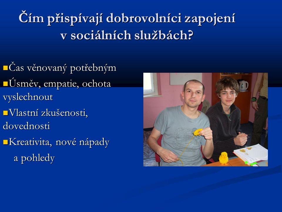 Čím přispívají dobrovolníci zapojení v sociálních službách.