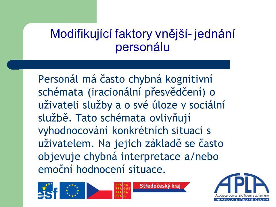 Modifikující faktory vnější- jednání personálu Chybné hodnocení a interpretace spouští nevhodné chování personálu vůči uživatelům služby.