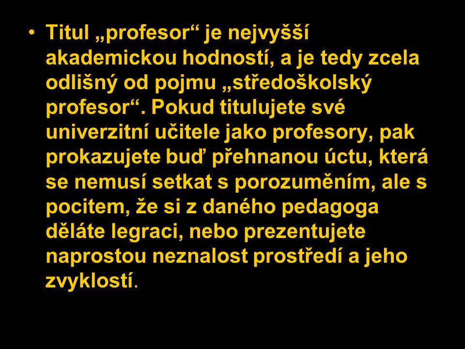 """Titul """"profesor"""" je nejvyšší akademickou hodností, a je tedy zcela odlišný od pojmu """"středoškolský profesor"""". Pokud titulujete své univerzitní učitele"""