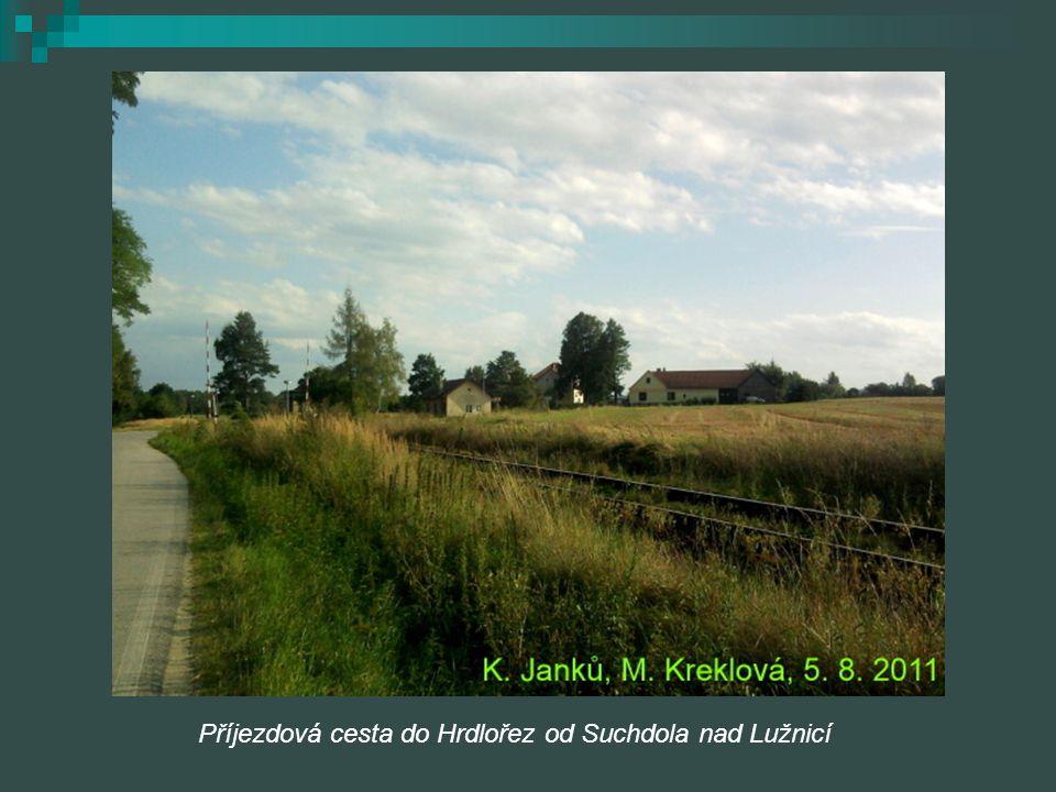 Příjezdová cesta do Hrdlořez od Suchdola nad Lužnicí