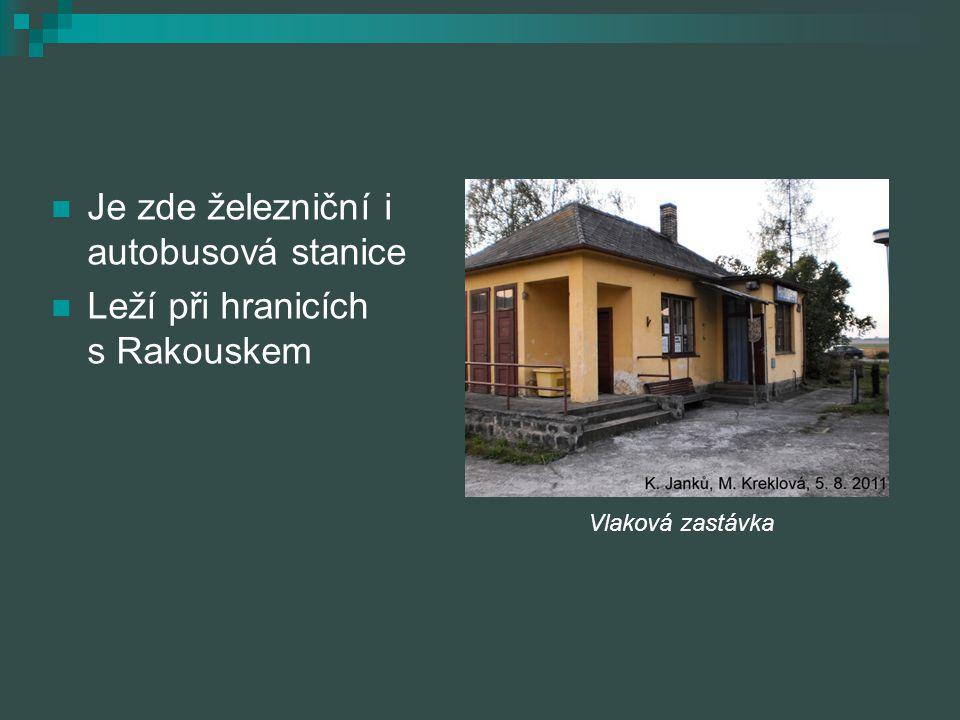 Je zde železniční i autobusová stanice Leží při hranicích s Rakouskem Vlaková zastávka