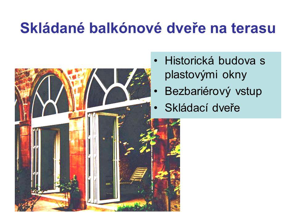 Skládané balkónové dveře na terasu Historická budova s plastovými okny Bezbariérový vstup Skládací dveře