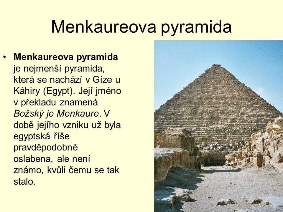 Menkaureova pyramida Menkaureova pyramida je nejmenší pyramida, která se nachází v Gíze u Káhiry (Egypt). Její jméno v překladu znamená Božský je Menk