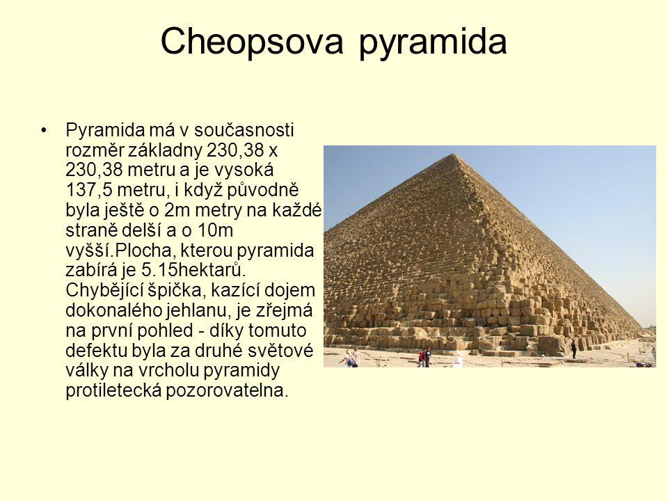 Cheopsova pyramida Pyramida má v současnosti rozměr základny 230,38 x 230,38 metru a je vysoká 137,5 metru, i když původně byla ještě o 2m metry na ka