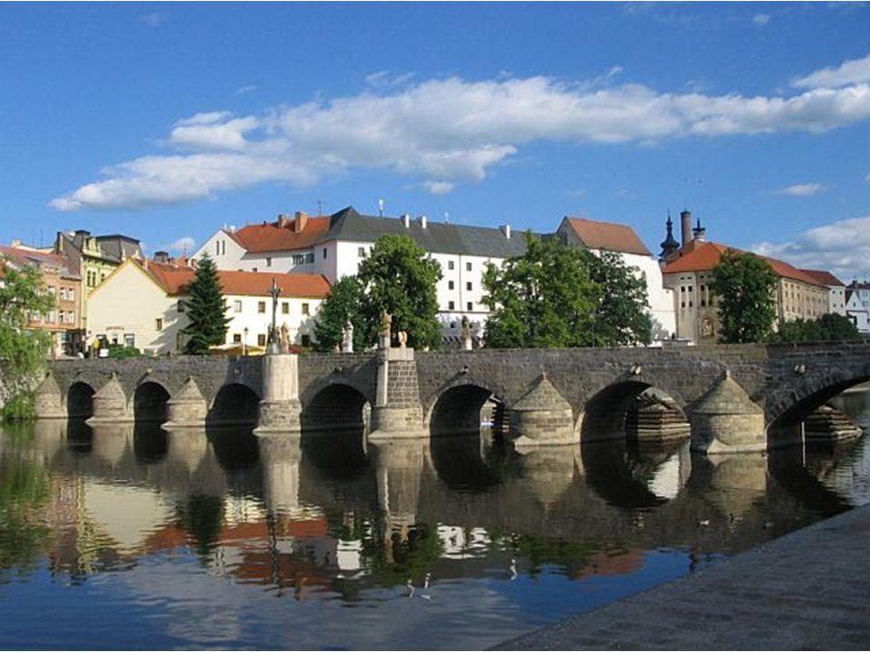 Kamenný most v Písku Přemysl Otakar II.; gotika; Zlatá stezka 91,37 m a šířka 6,25 m.