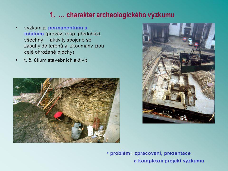 Vývojové horizonty Pražského hradu lze členit podle základních etap vývoje fortifikace A: středohradištní období – akropole vydělena jednoduchým předělem (pouze příkop?) B: B1 přelom středohradištního a mladohradištního období - nejstarší známá dřevohlinitá hradba B2 – mladohradištní starší fáze - následné fáze dřevohlinité hradby C: mladohradištní období – mladší fáze C0 – zánik hradištního opevnění C1 – výstavba románské hradby C2 – opravy románského opevnění VS1 – počátky vrcholného středověku výstavba vícenásobné pevnostní linie před Pražským hradem