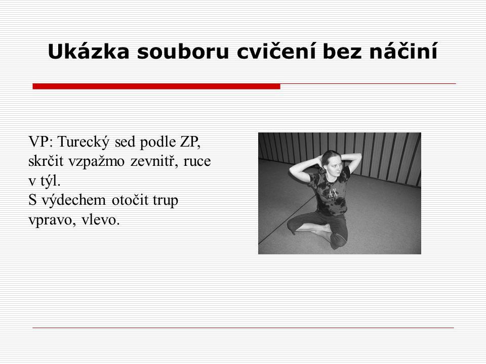 Ukázka souboru cvičení bez náčiní VP: Turecký sed podle ZP, skrčit vzpažmo zevnitř, ruce v týl. S výdechem otočit trup vpravo, vlevo.