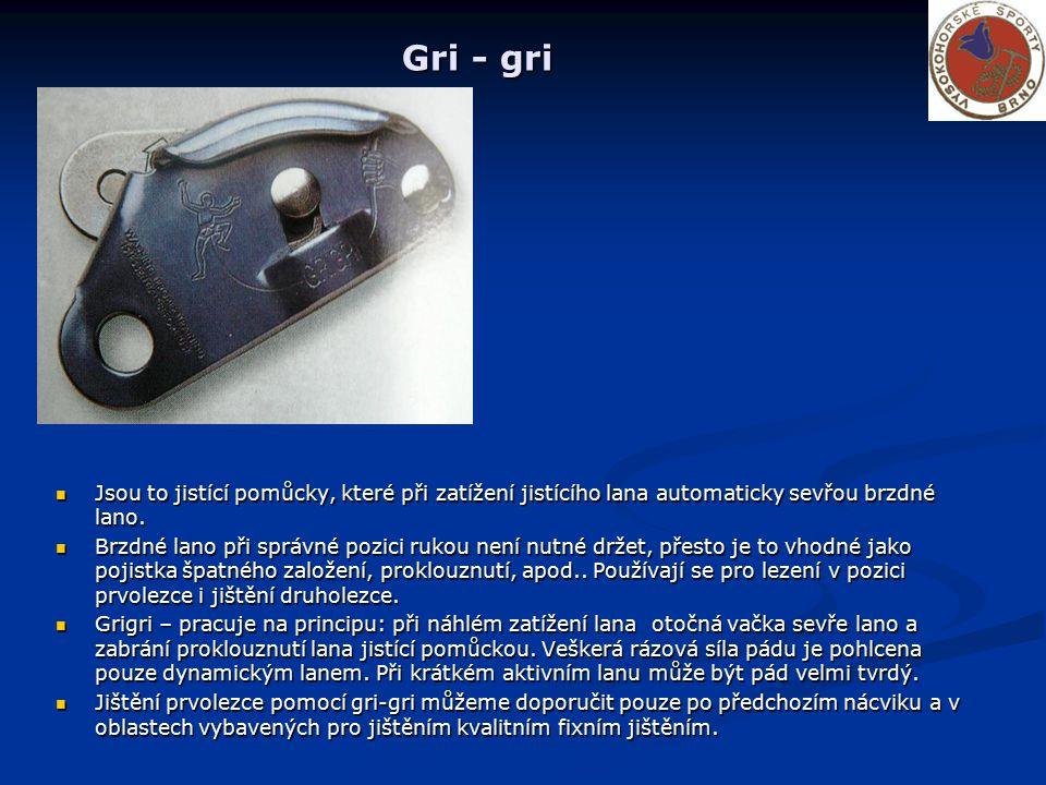 Gri - gri Jsou to jistící pomůcky, které při zatížení jistícího lana automaticky sevřou brzdné lano. Brzdné lano při správné pozici rukou není nutné d
