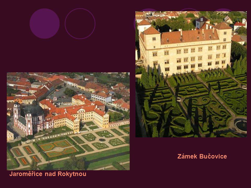 uvnitř zámku bývalo nádvoří s arkádami Velké Losiny Kamenice Bučovice