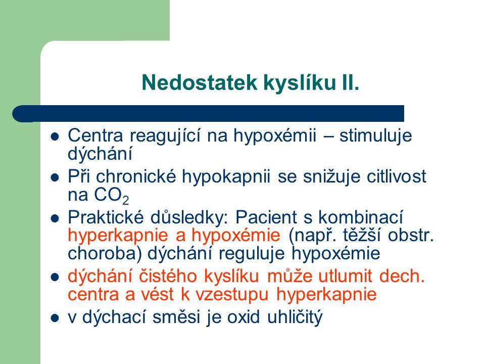 Nedostatek kyslíku II. Centra reagující na hypoxémii – stimuluje dýchání Při chronické hypokapnii se snižuje citlivost na CO 2 Praktické důsledky: Pac