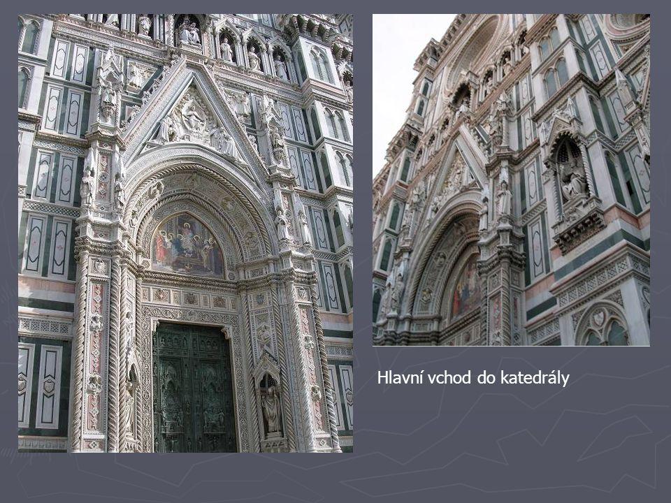 Hlavní vchod do katedrály
