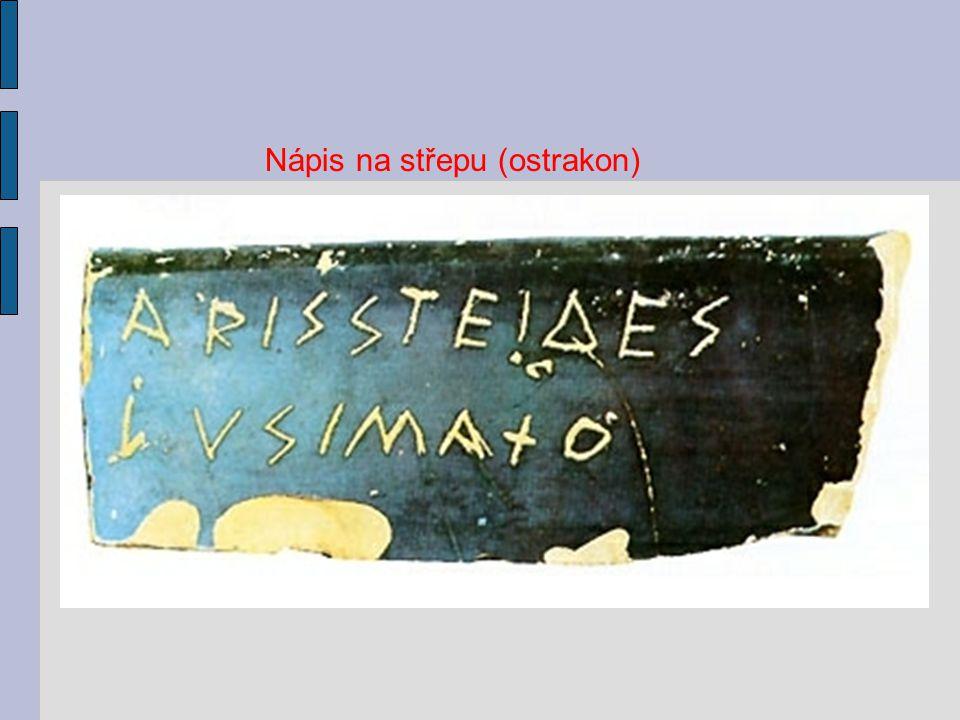 Tabulka ukazuje vznik řeckého písma z hláskové abecedy Féničanů.