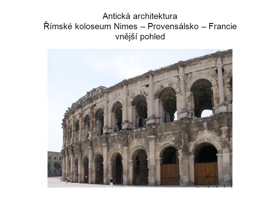 Antická architektura Římské koloseum Nimes – Provensálsko – Francie vnější pohled