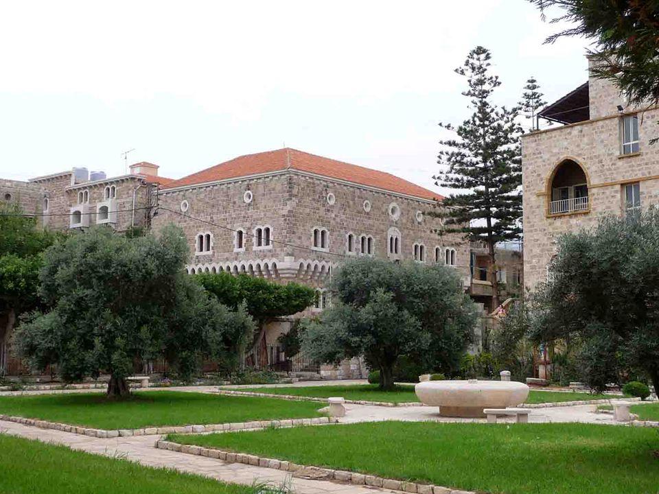 RESTAURACE PÉPÉ JE NA SEZNAMU UNESCA PÉPÉ ABED Youssef Gergi Abed (1911 - 2006) ZNÁMÝ LIBANONSKÝ DOBRODRUH, CESTOVATEL A PODNIKATEL.