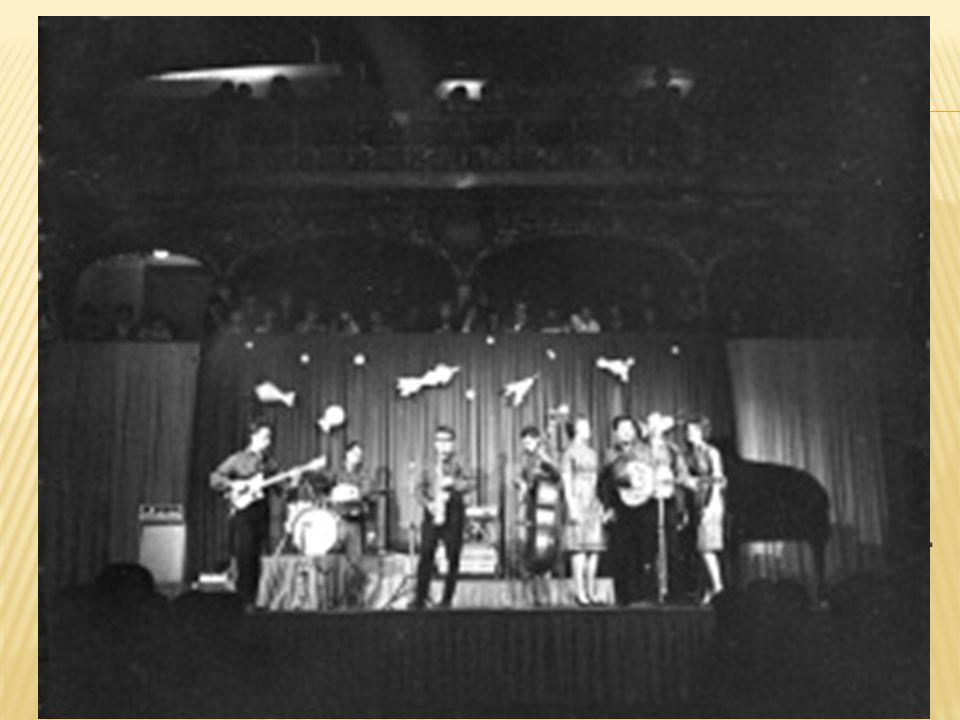50. léta  Mladí lidé poslouchali zahraniční rádio Luxembourg. To hrálo populární hudbu.  V roce 1959 vzniká studentská skupina Sputnici (Petr Janda,