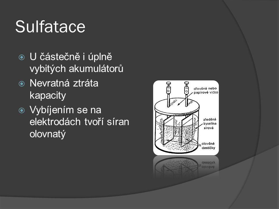 Složení  Povrch z odolných plastů  Nabitý stav: anoda (Pb), katoda (oxid olovičitý)  Tvoří článek – většinou jich je 6  Elektrolyt: Kys.