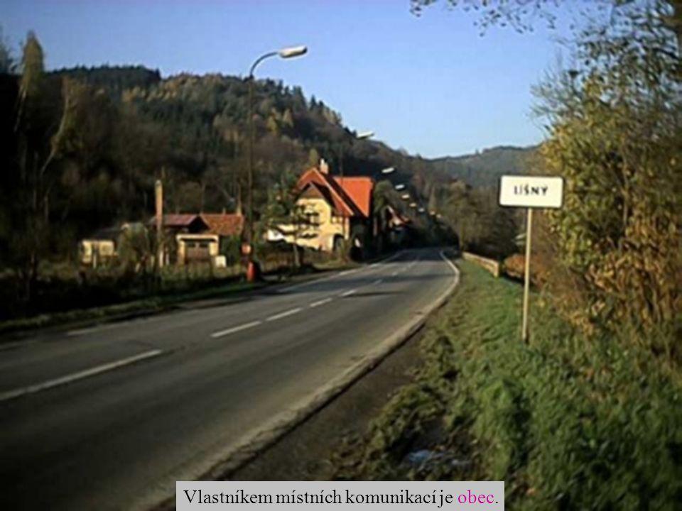 Vlastníkem místních komunikací je obec.