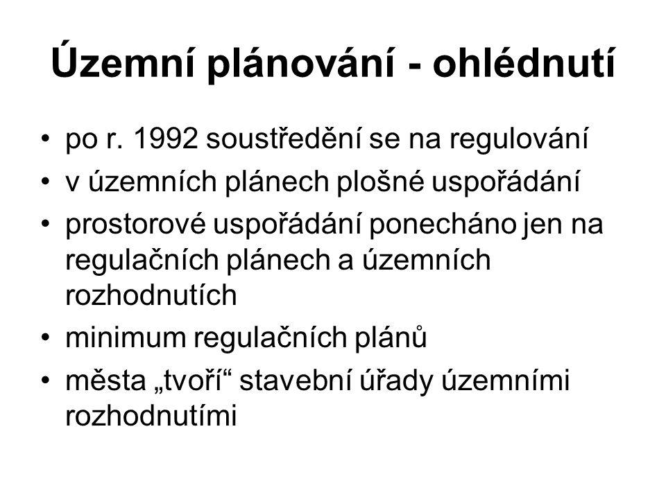 Územní plánování - ohlédnutí po r. 1992 soustředění se na regulování v územních plánech plošné uspořádání prostorové uspořádání ponecháno jen na regul
