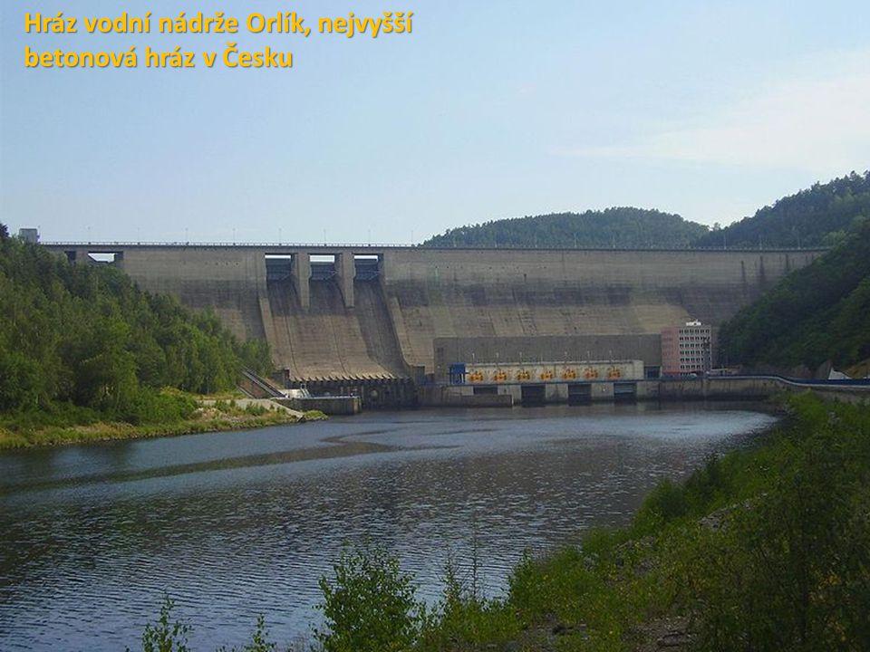 Přehrada Höllensteinsee v Němec Hráz vodní nádrže Orlík, nejvyšší betonová hráz v Česku