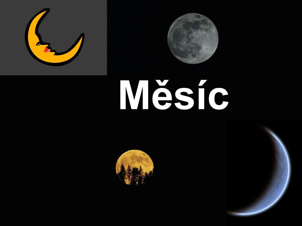 Slunce vidíme na obloze jako světelný kotouč.Měsíc je těleso také tvaru koule.