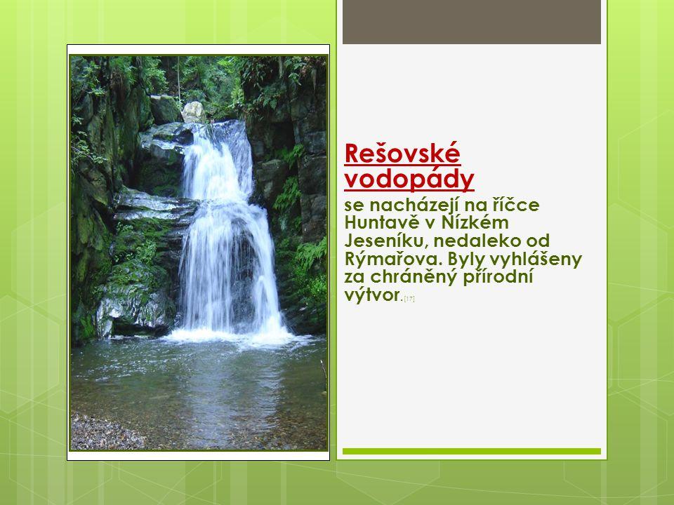 Rešovské vodopády se nacházejí na říčce Huntavě v Nízkém Jeseníku, nedaleko od Rýmařova. Byly vyhlášeny za chráněný přírodní výtvor. [17]